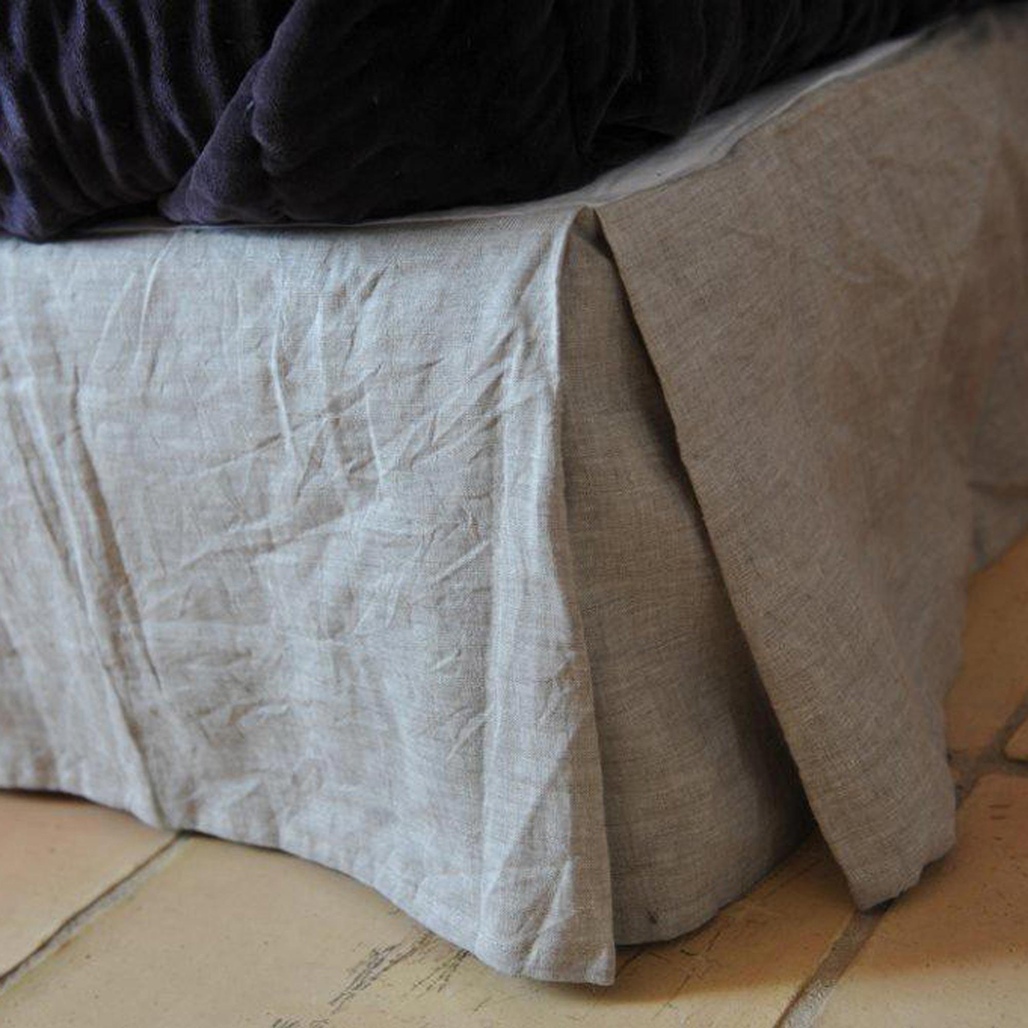 cache sommier en lin naturel maison d 39 t. Black Bedroom Furniture Sets. Home Design Ideas