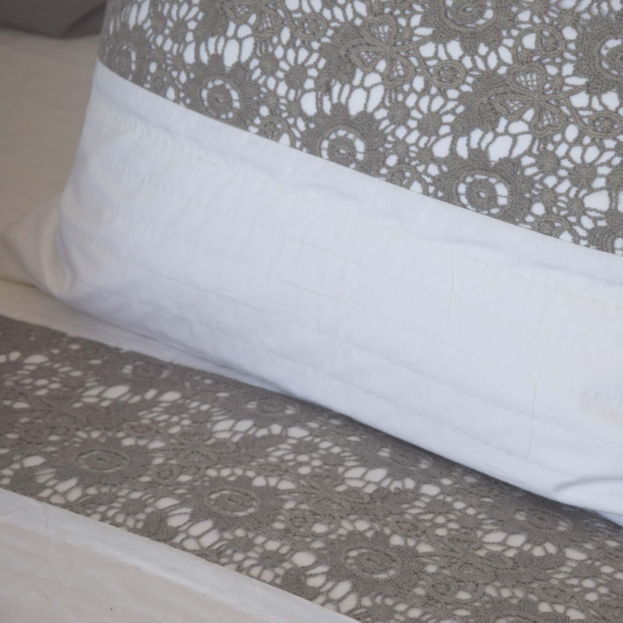 dessus de lit nantes blanc gris. Black Bedroom Furniture Sets. Home Design Ideas