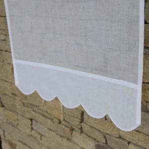 Brise bise plis et feston blanc