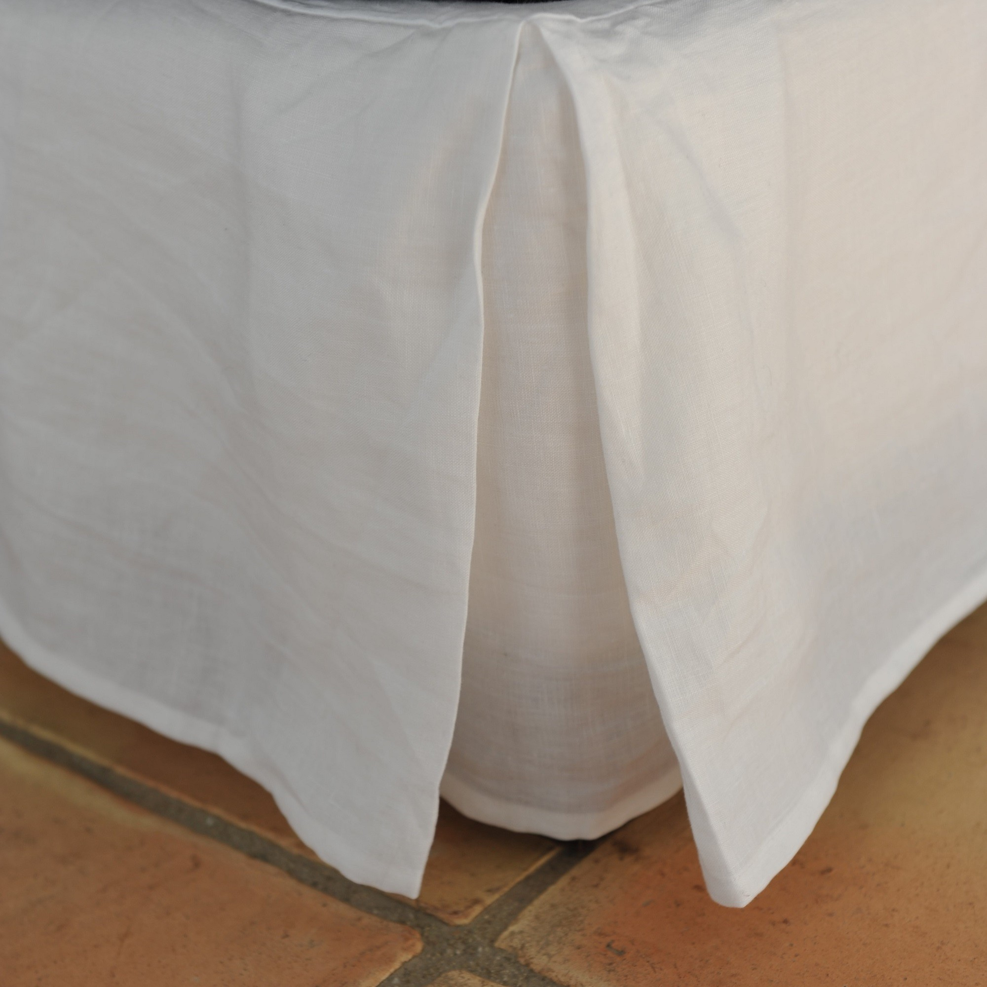 White Linen Bed Base Cover Maison D 233 T 233