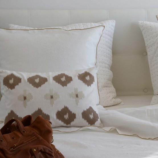 Taie d'oreiller lin lavé blanc bourdon naturel