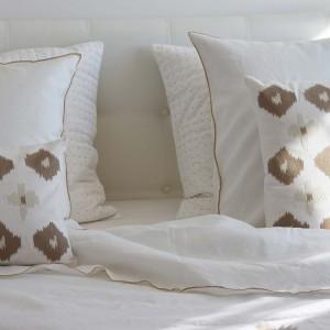 taie d 39 oreiller lin lav blanc bourdon naturel maison d 39 t. Black Bedroom Furniture Sets. Home Design Ideas