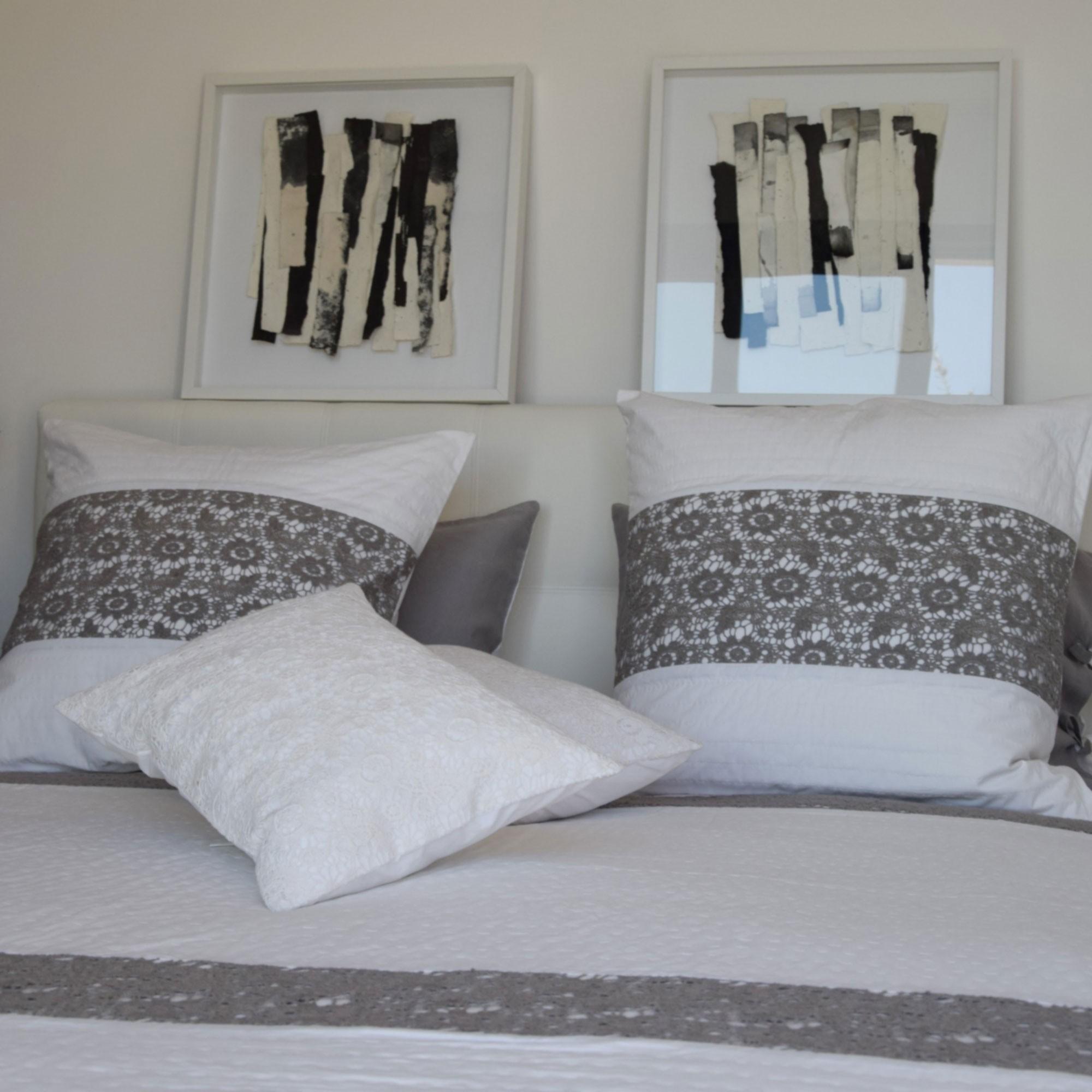 taie d 39 oreiller nantes gris maison d 39 t. Black Bedroom Furniture Sets. Home Design Ideas