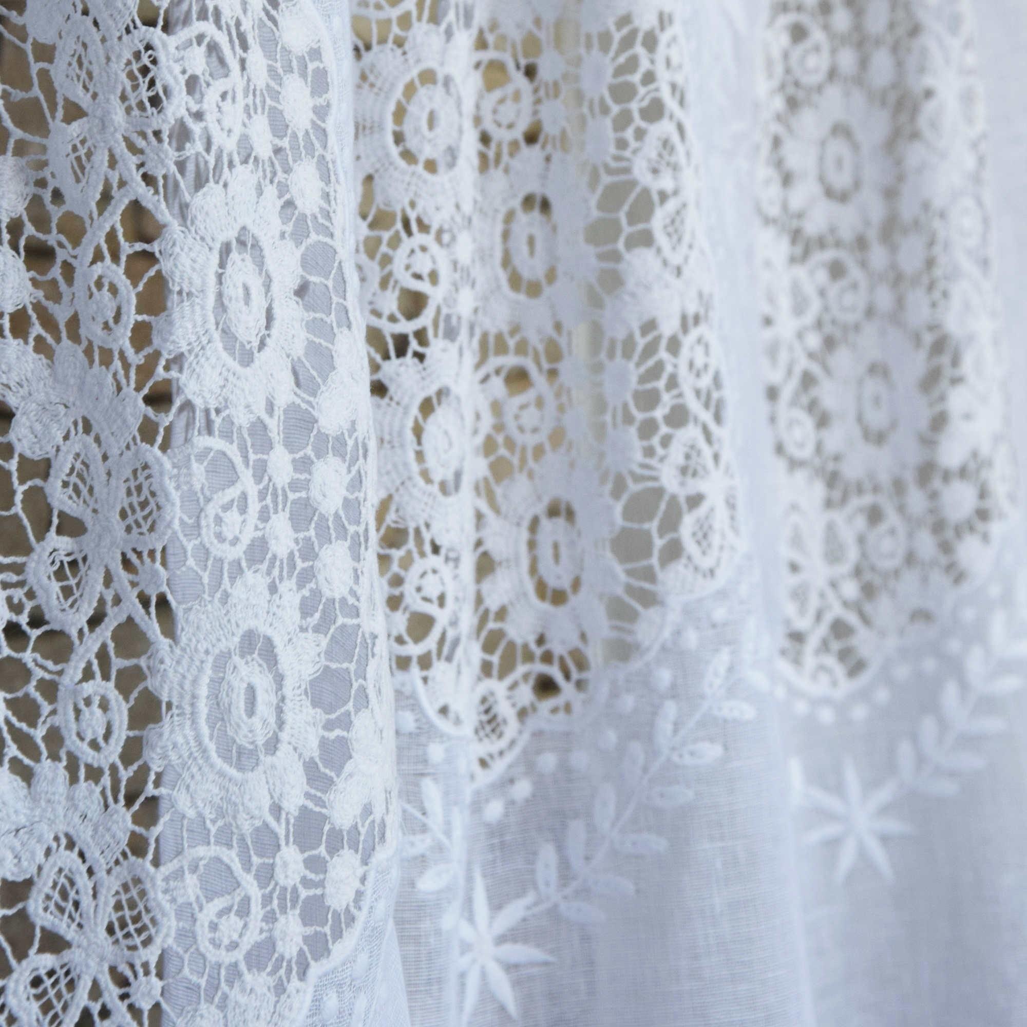 Rideau nantes blanc en gaze de lin maison d 39 t - Rideau dentelle au metre ...