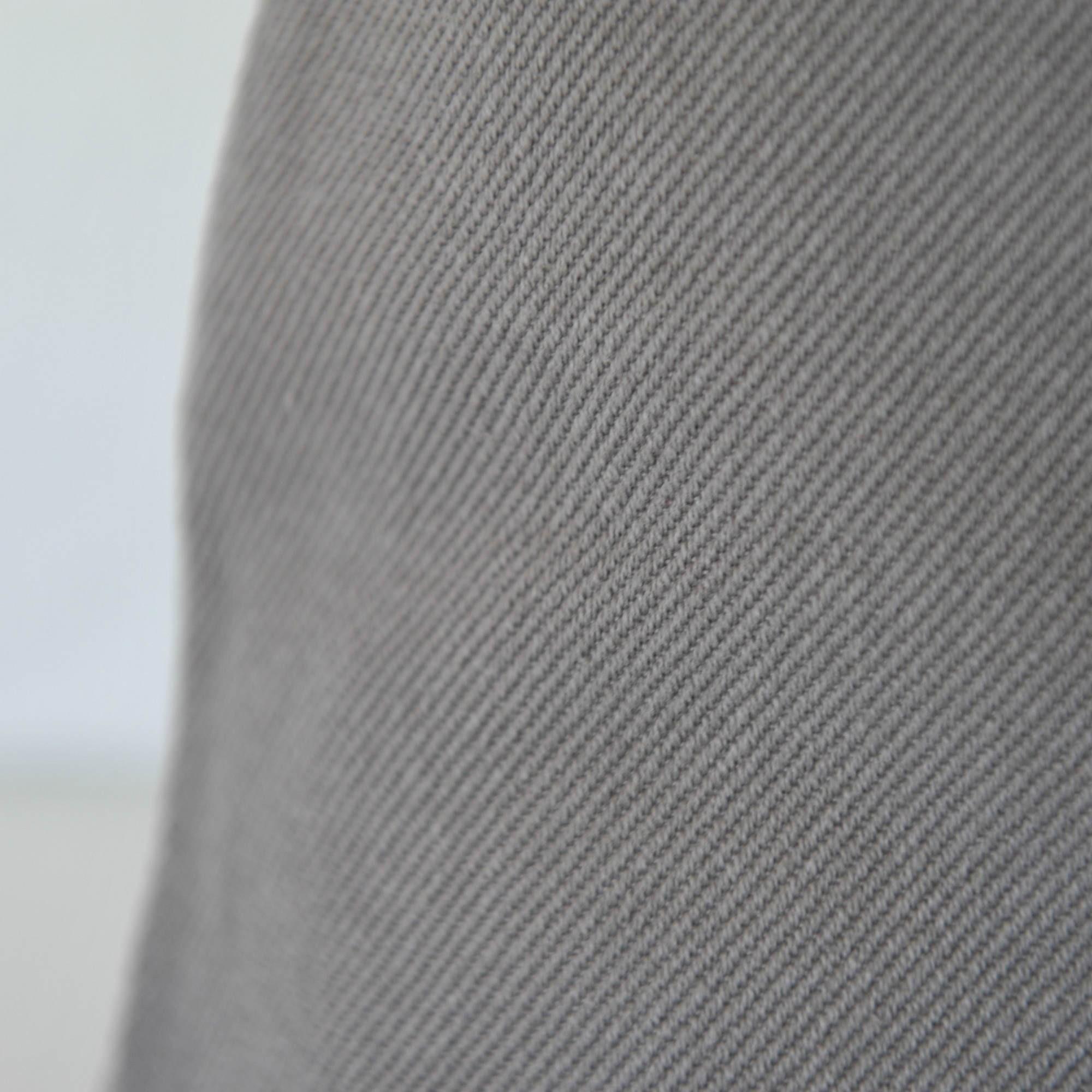 taie d 39 oreiller stone washed en coton gris maison d 39 t. Black Bedroom Furniture Sets. Home Design Ideas