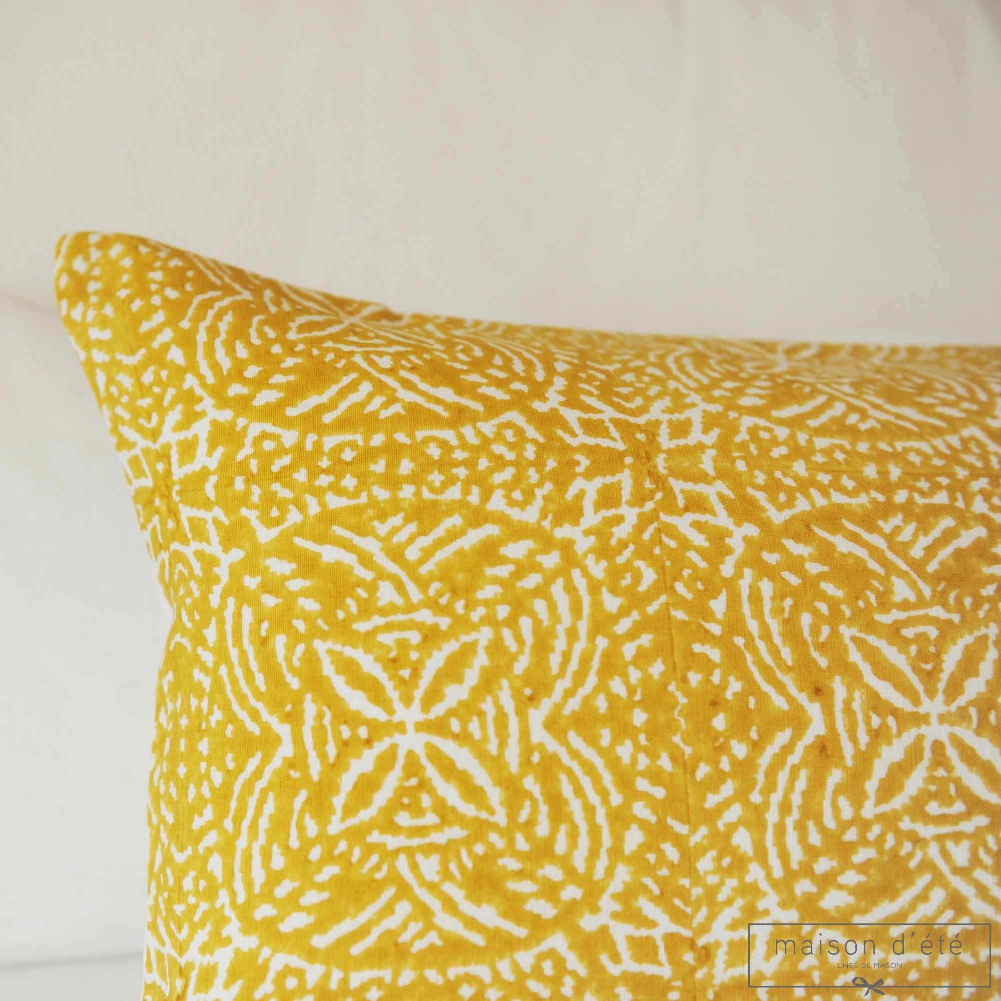 coussin uzes moutarde. Black Bedroom Furniture Sets. Home Design Ideas