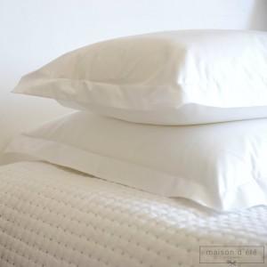 Taie d'oreiller en percale de coton blanc 200 fil/cm² jour poinçon