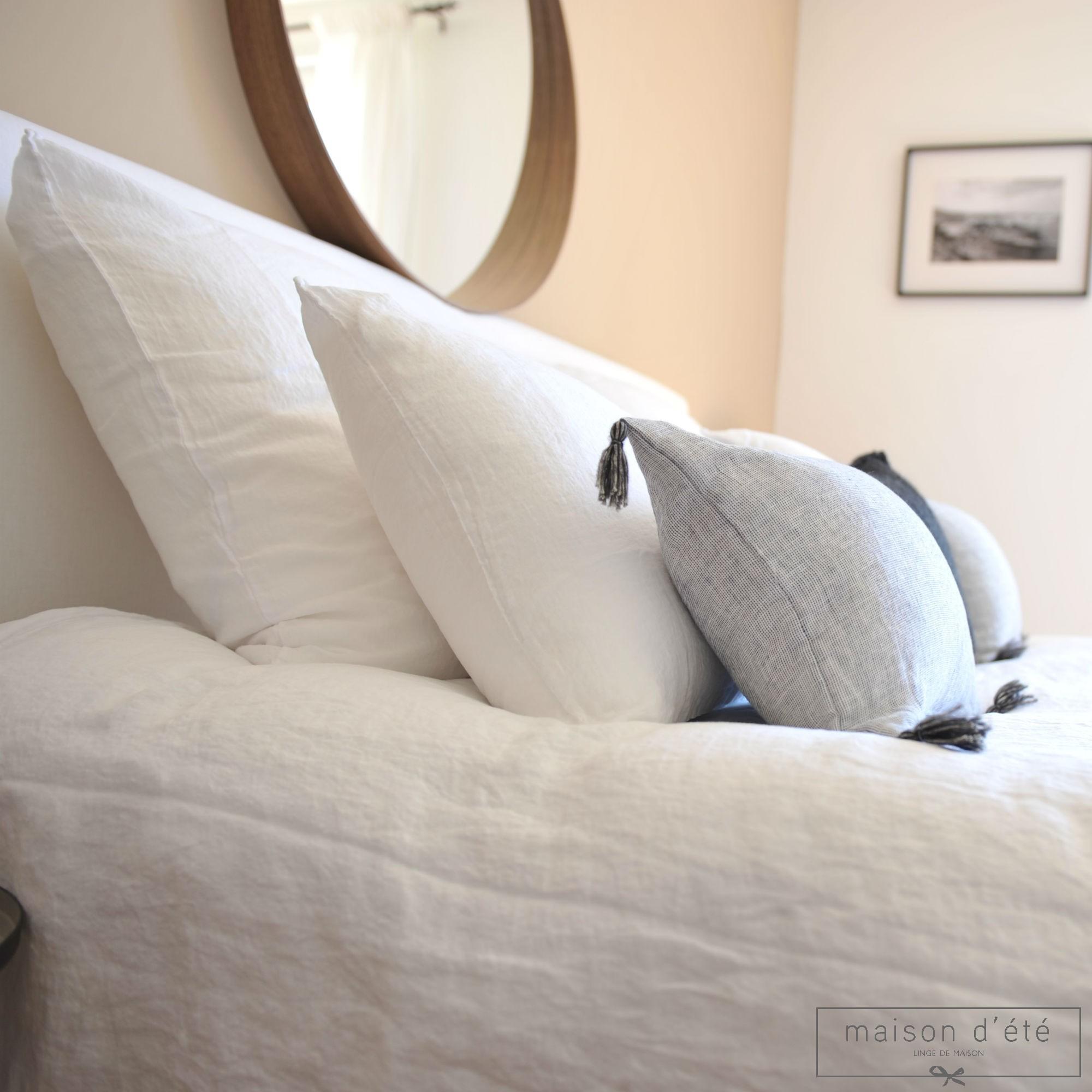 taie d 39 oreiller en lin lav blanc par maison d 39 t. Black Bedroom Furniture Sets. Home Design Ideas