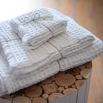 serviette de toilette blanche en coton gaufré