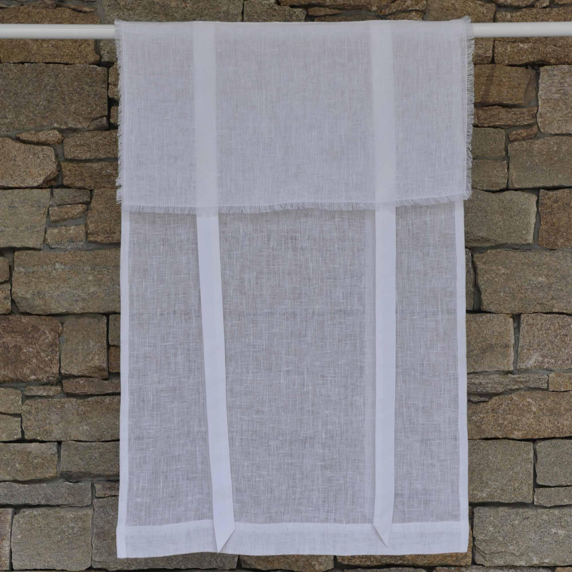store en lin saint r my blanc maison d 39 t. Black Bedroom Furniture Sets. Home Design Ideas