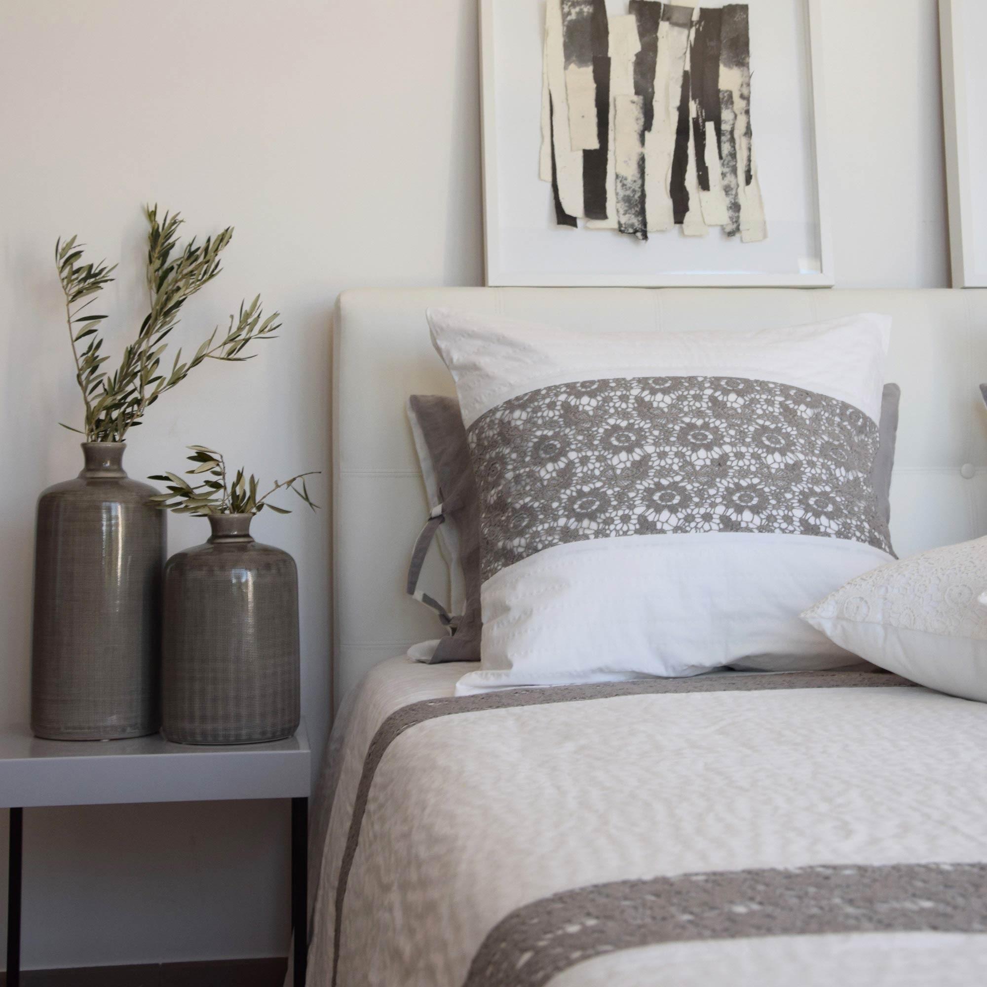 couvre lit avec dentelle Dessus de lit nantes coton blanc et dentelle grise   Maison d'été couvre lit avec dentelle